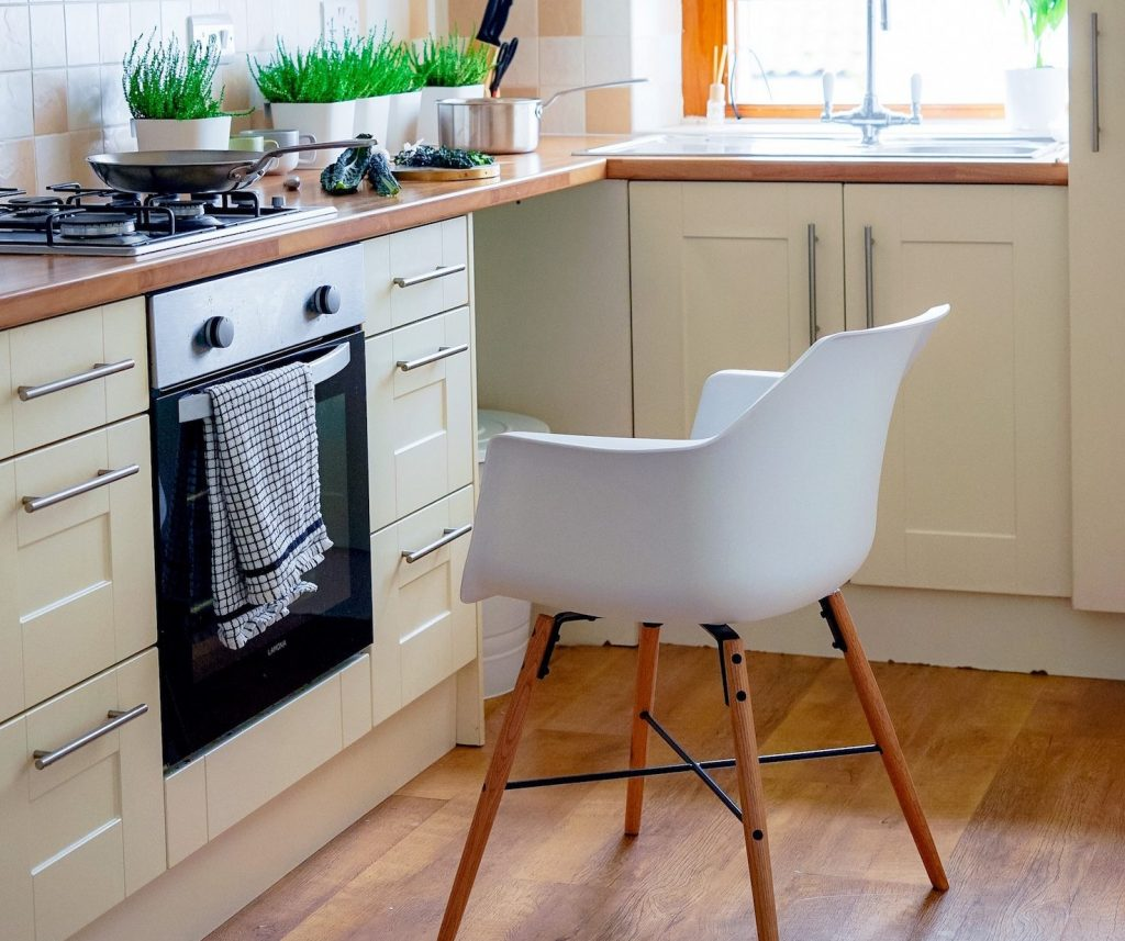 Make A Small Kitchen Look Bigger: 6 Ideas On How To Make Your Galley Kitchen Look Bigger